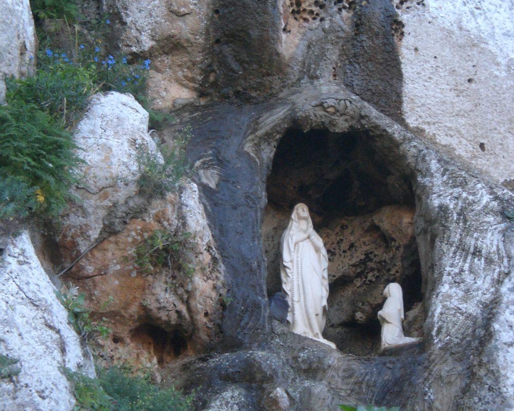 Madonna Lourdes1