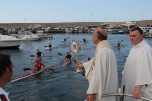 Accoglienza al Porto dell'Arenella da parte della confraternita di S. Antonino, dei giovani canottieri e dei fedeli tutti.